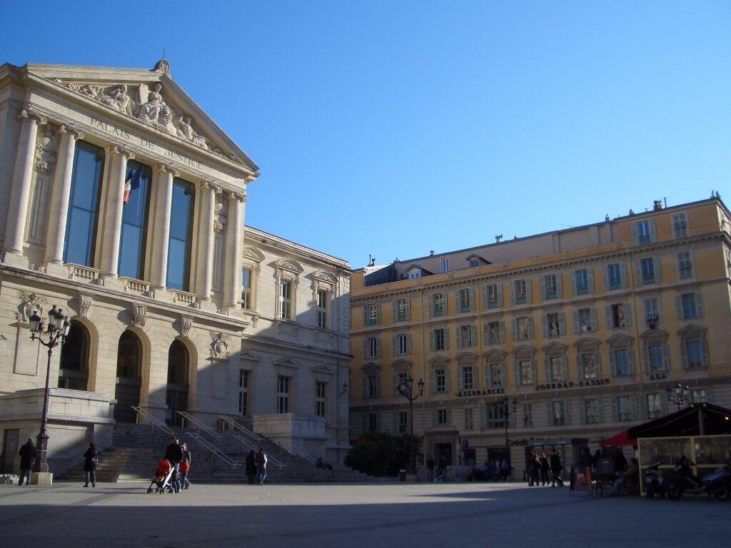 nice-vieux-nice-place-du-palais